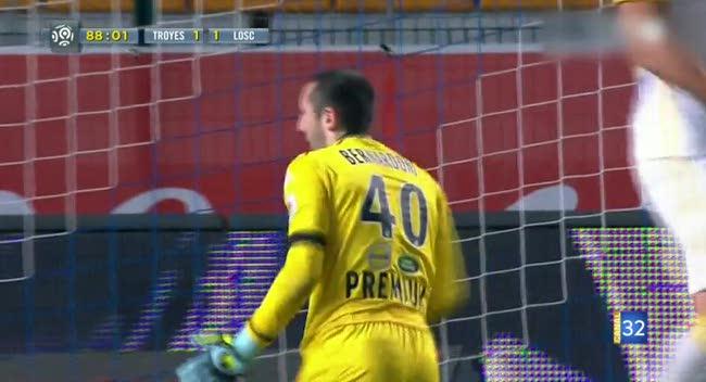 Canal 32 - Estac : quand l'Equipe oublie Paul Bernardoni dans son Top Arrêts