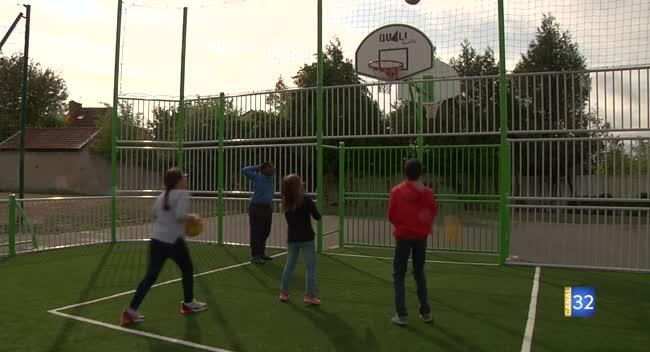Canal 32 - Romilly-sur-Seine : un terrain multisports pour inciter à jouer au basket-ball