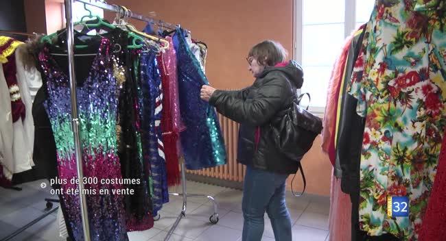 Canal 32 - Longchamp-sur-Aujon : 2ème déstockage pour Variétés Cabaret, plus de 300 costumes mis en vente