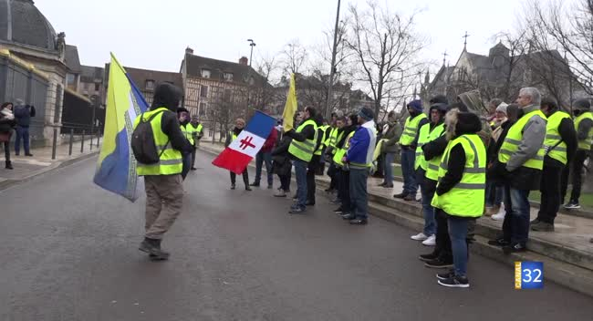 Canal 32 - 70 Gilets Jaunes mobilisés à Troyes pour l'acte X du mouvement
