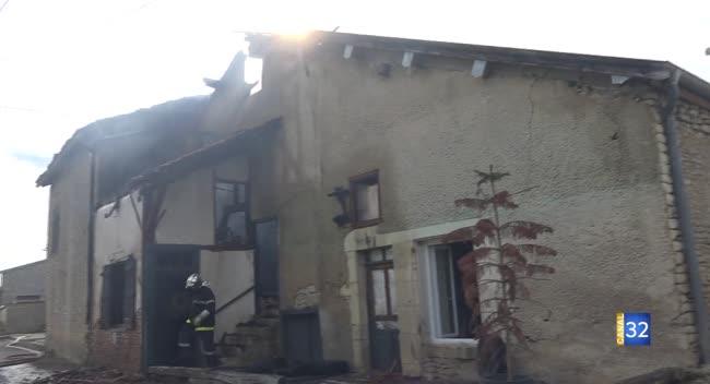 Canal 32 - Arsonval : un feu ravage une maison. Vidéo.