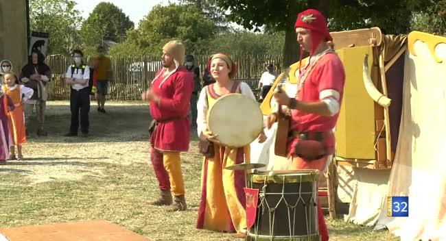 Canal 32 - Avalleur : une fête médiévale plonge les visiteurs au début du 15ème siècle