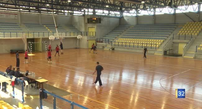 Canal 32 - Basket, l'équipe de France U20 débarque à Saint-Julien-les-Villas