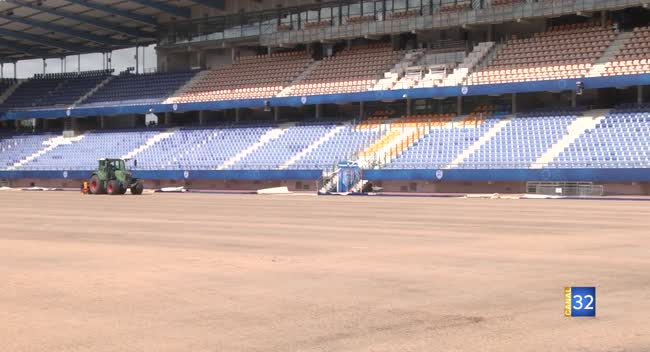 Canal 32 - Bientôt une nouvelle pelouse au Stade de l'Aube