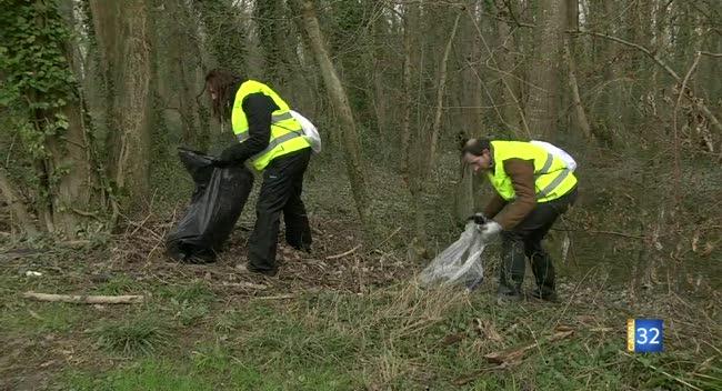 Canal 32 - Bilan positif pour la première grande opération de nettoyage de la Seine dans l'Aube