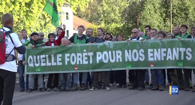 Canal 32 - Citoyens et forestiers marchent pour défendre les intérêts des forêts publiques