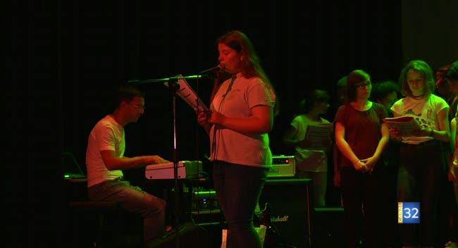 Canal 32 - Nogent-sur-Seine : collégiens et écoliers sur scène pour un spectacle