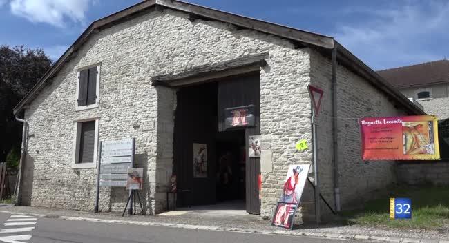 Canal 32 - Colombey-les-Deux-Églises : des granges comme lieu d'exposition