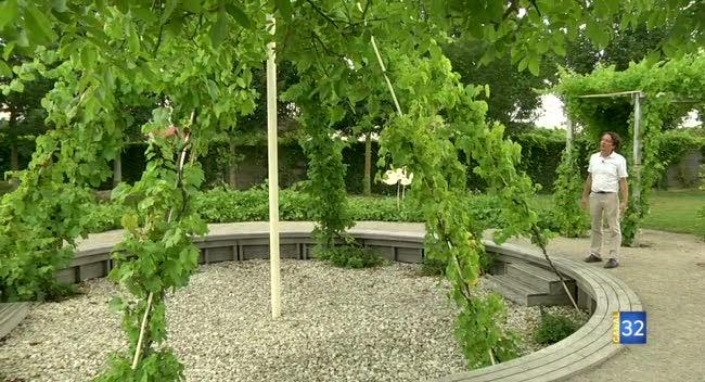 Canal 32 - Connaissez-vous bien l'origine du champagne ? RDV dans les jardins de vigne, autour d'Epernay