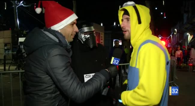 Canal 32 - Corrida de Noël : des personnages à l'arrivée du Père Noël et des mignons