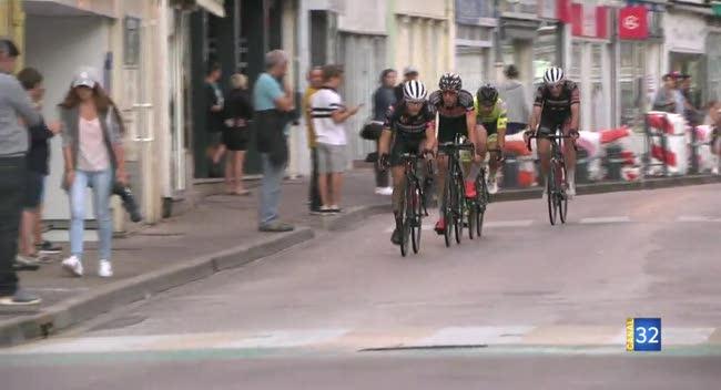 Canal 32 - Cyclisme, Jérémy Cabot touche enfin au but lors de la nocturne de Bar-sur-Aube