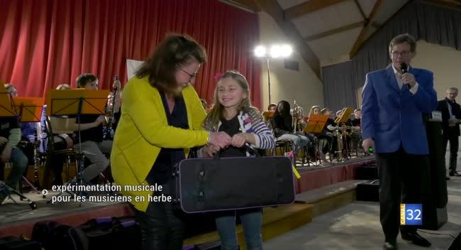 Canal 32 - Pays d'Othe : des écoliers deviennent musiciens en herbe avec le dispositf Orchestre à l'école