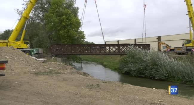Canal 32 - Digue de Fouchy : le spectaculaire enlèvement d'une passerelle. Vidéo.