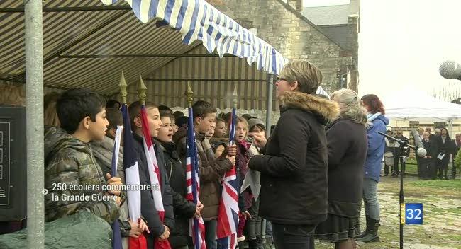 Canal 32 - Eaux-Puiseaux : l'hommage de 250 écoliers aux poilus de la Grande Guerre