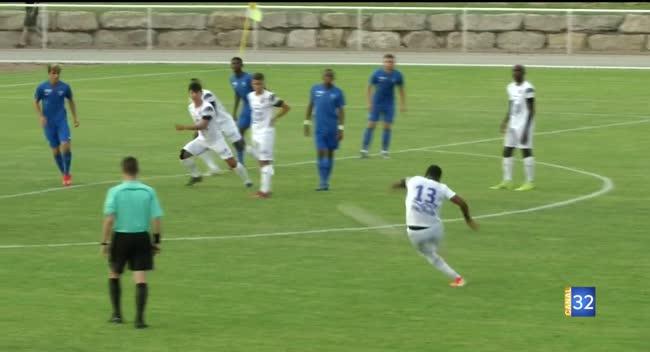 Canal 32 - L'Estac poursuit sa préparation en s'imposant face à Bourg-en-Bresse (2-0). Vidéo.