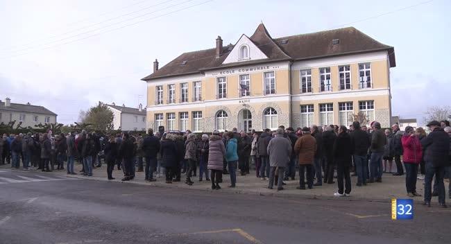 Canal 32 - Fontaine-les-Grès : rassemblement en soutien à l'agriculteur blessé lundi