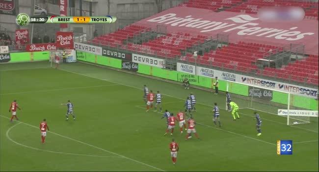 Canal 32 - Football L2 : retour en images sur la rencontre Brest - Estac avec les commentaires live