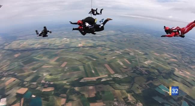 Canal 32 - Grand Format : des blessés de guerre initiés à un saut extrême