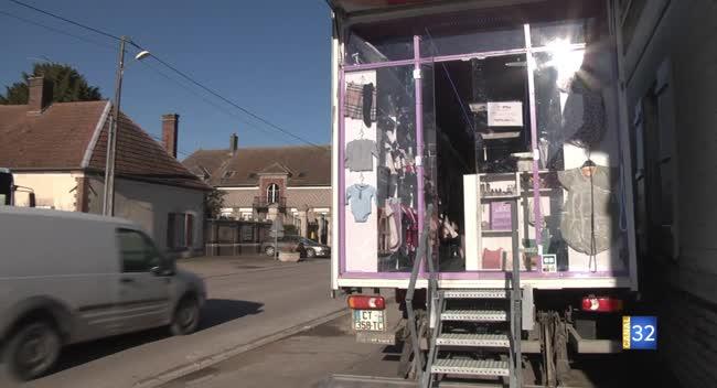 Canal 32 - Grand Format : un dépôt-vente d'articles pour enfants dans un camion !