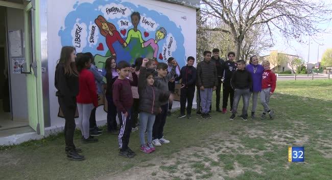 Canal 32 - Un mur des couleurs en faveur de la tolérance au club Quebec