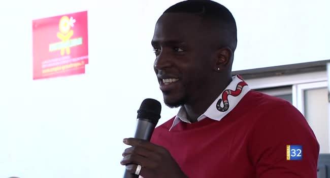 Canal 32 - La Chapelle Saint-Luc : le footballeur Abdou Sissoko à la rencontre des jeunes
