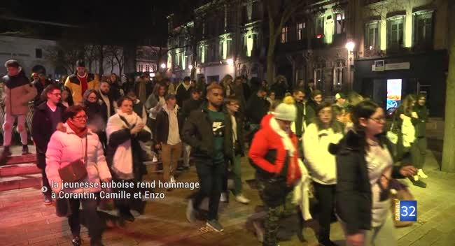 Canal 32 - La jeunesse auboise rend hommage à Corantin, Camille et Enzo. Reportage complet.