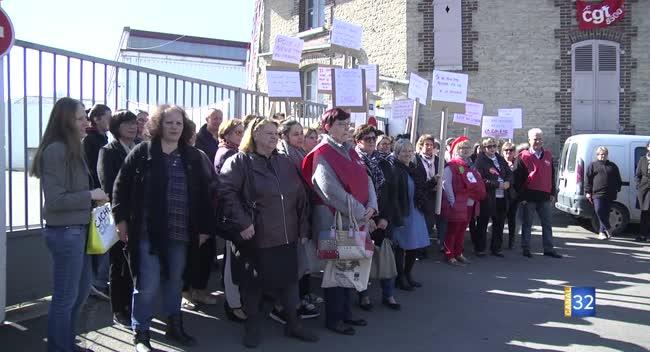 Canal 32 - Lacoste : des ouvrières manifestent contre le changement d'horaires