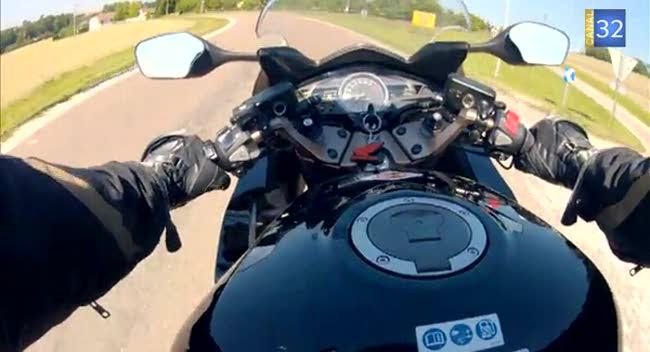 Canal 32 - L'Aube à Moto, Honda VFR 800