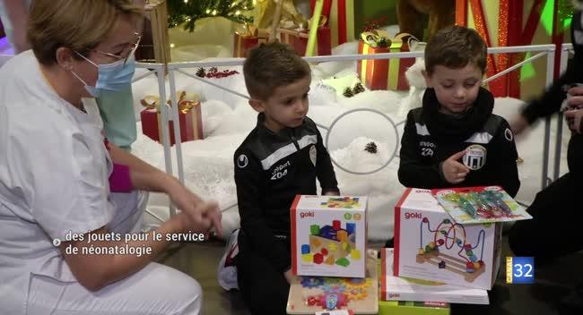 Canal 32 - Le club de football des Municipaux fait don de jouets pour l'association Prémas Aube
