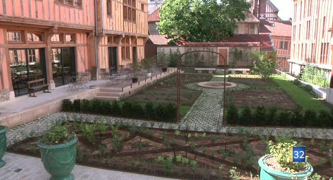Canal 32 - Le jardin de l'Hôtel Juvénal des Ursins ouvert au public