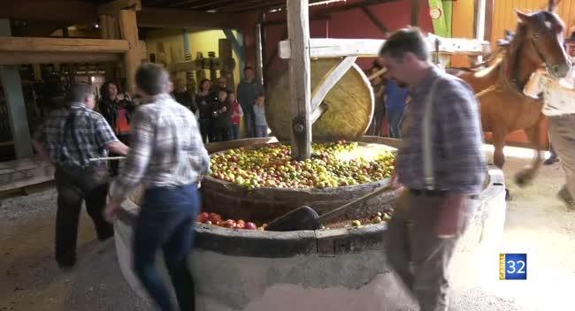Canal 32 - Le jus de pomme frais pressé séduit toujours à Eaux-Puiseaux