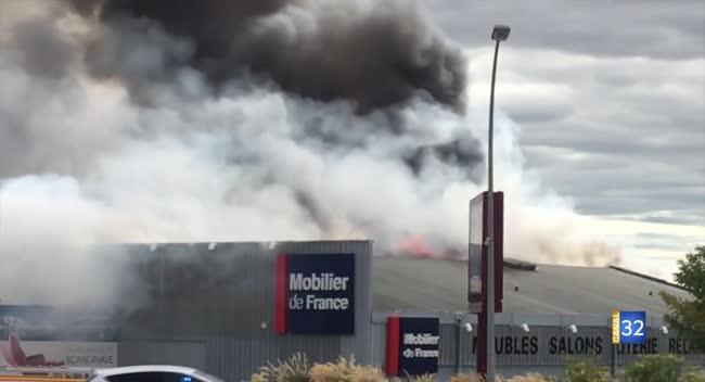 Canal 32 - Le Mobilier de France de Saint-Parres en proie aux flammes