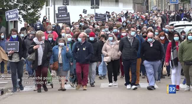 Canal 32 - Les Aubois rendent hommage au professeur assassiné dans les Yvelines