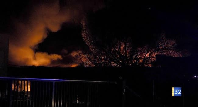Canal 32 - Les Ecrevolles : un incendie détruit les ateliers Pascal Caffet (VIDEO)