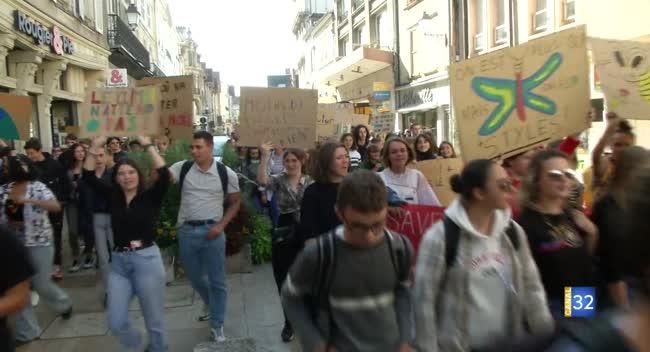 Canal 32 - Troyes : les jeunes se mobilisent pour le climat