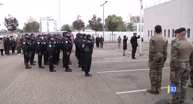 Canal 32 - Les policiers troyens se recueillent en hommage à leurs collègues décédés