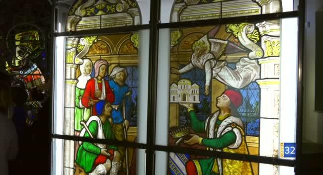 Canal 32 - Les Rencontres de la Cité du Vitrail - vitrail de l'ancienne chapelle de l'Hôtel-Dieu-le-Comte