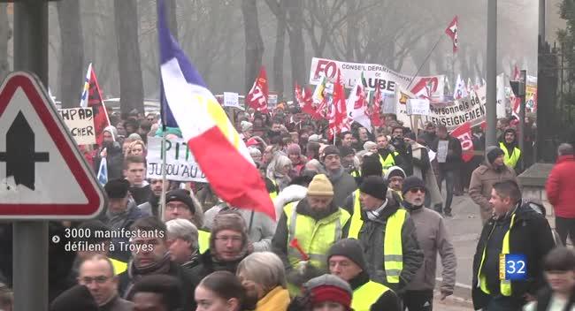 Canal 32 - Troyes : 3 000 manifestants dans le cortège pour la défense des retraites. Reportage Vidéo