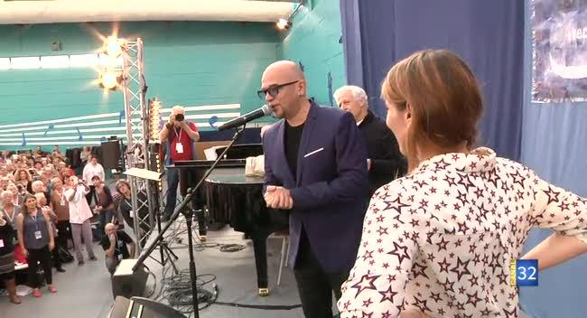 Canal 32 - Nuits de Champagne : Pascal Obispo sur scène et ému par les choristes