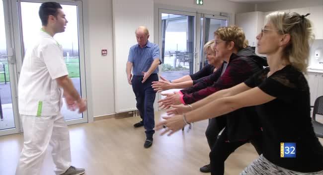 Canal 32 - Question Santé : les bonnes postures pour ramasser un objet en préservant son dos