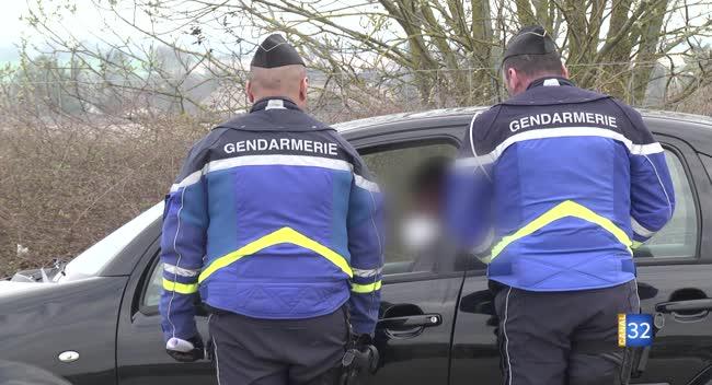 Canal 32 - Covid-19 : les gendarmes contrôlent l'usage des attestations sur les routes auboises