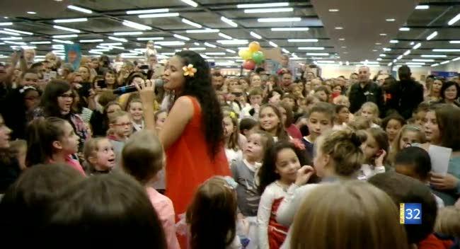 Canal 32 - Un raz-de-marée de fans pour Cerise Calixte, la chanteuse de Vaiana
