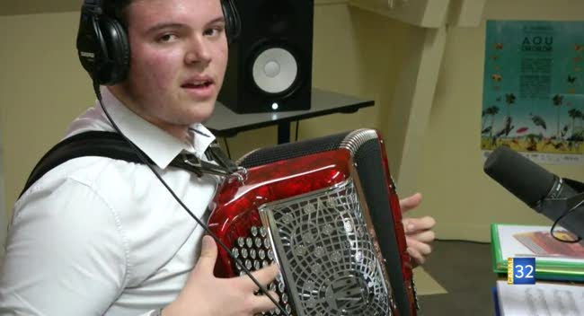 Canal 32 - Romilly-sur-Seine : Guillaume, la passion de l'accordéon à 15 ans