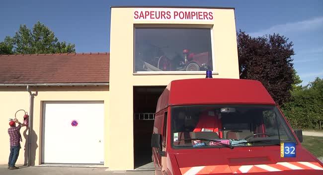Canal 32 - Rouilly-Saint-Loup : les pompiers réhabilitent leur local eux-mêmes