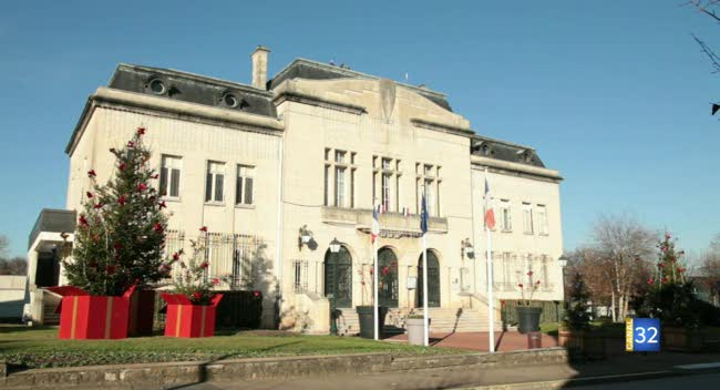 Canal 32 - Spéciale St Julien les Villas - les projets et la vie économique