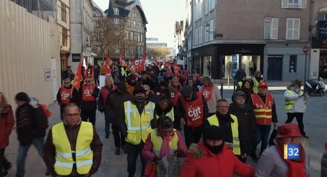 Canal 32 - Troyes : 600 personnes dans la rue pour la défense du pouvoir d'achat