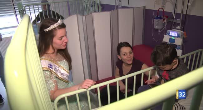 Canal 32 - Troyes : la Reine de la Foire auprès des enfants malades