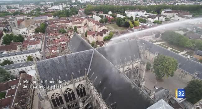 Canal 32 - Troyes : le dispositif de la cathédrale testé en cas d'incendie.