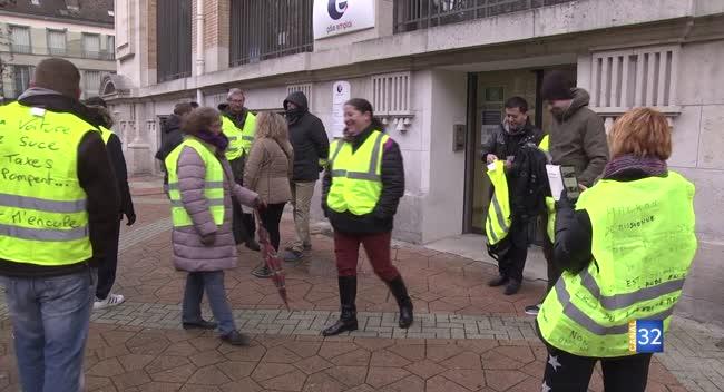 Canal 32 - Troyes : les Gilets Jaunes présents devant Pôle Emploi, ce mercredi matin