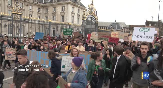 Canal 32 - Troyes : les lycéens en grève pour le climat